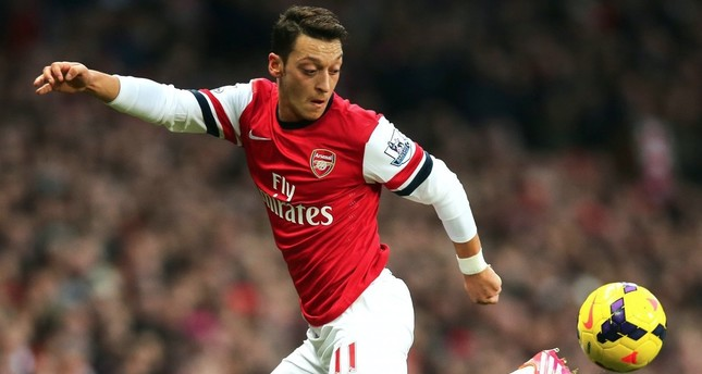 Özil to travel with Arsenal to Singapore