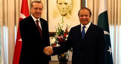 يجري رئيس الوزراء الباكستاني نواز شريف، زيارة رسمية إلى تركيا، الأربعاء، للمشاركة في الاجتماع الخامس لمجلس التعاون الإستراتيجي المشترك رفيع المستوى، وبحث الملفات الهامة بين البلدين.  وأفادت مصادر...