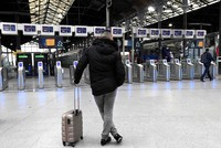 In Frankreich hat ein Streik bei der staatlichen Bahngesellschaft SNCF den Schienenverkehr weitgehend lahmgelegt. An dem landesweiten Ausstand beteiligten sich am Dienstag nach Angaben der...