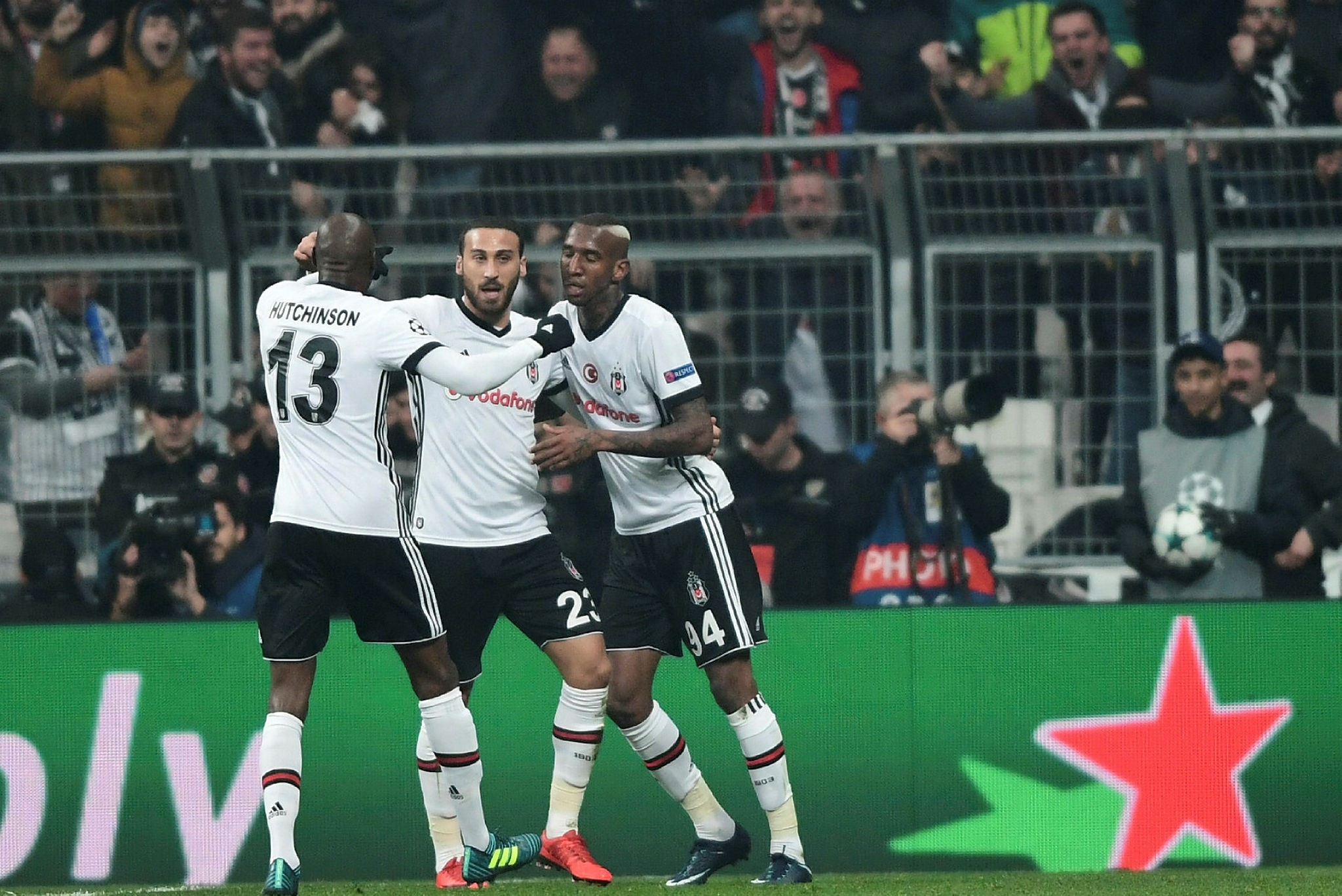 Beu015fiktau015f' midfielder Talisca (R) celebrates with teammates after scoring a goal during the UEFA Champions League Group G football match between Besiktas JK and FC Porto on November 21, 2017 at the Vodafone Park in Istanbul. (AFP Photo)