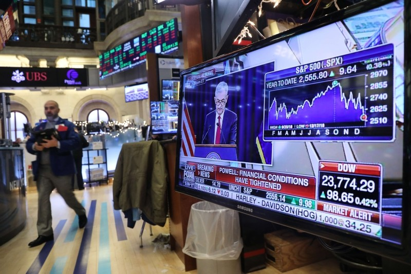 Traders work on the floor of the New York Stock Exchange (NYSE) as the Federal Reserve Board Chairman Jerome Powell holds a news conference. (AFP Photo)