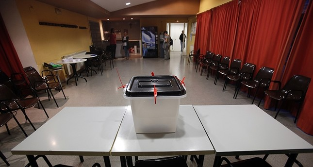A ballot box sits on a table at a sports center assigned to be a polling station by the Catalan government and where Catalan President Carles Puigdemont is expected to vote, in Sant Julia de Ramis, near Girona, Spain, Sunday, Oct. 1, 2017 (AP Photo)