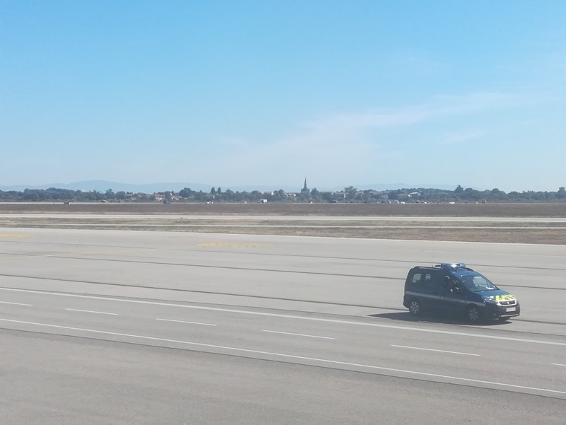 French gendarmes vehicle speeds on the tarmac of Lyon's Saint-Exupery airport on September 10, 2018 as a man was arrested by the police after having managed to get in the runways with his car without doing any injury. (AFP Photo)