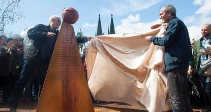 pDie Stadt Köln darf ein Mahnmal zum Gedenken an den Völkermord in Armenien beseitigen, das Mitglieder einer Initiative ohne Erlaubnis in der Nähe des Doms aufstellten. Das entschied am Donnerstag...