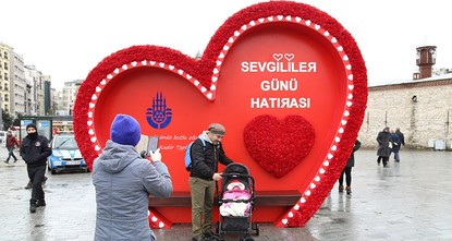 pThe Istanbul Metropolitan Municipality has erected a large heart-shaped platform in Taksim Square to celebrate Valentine's Day./p  pThe giant heart shaped frame is adorned with red carnations...