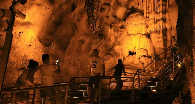 Incirliin Cave proving popular among tourists in southwestern Turkey