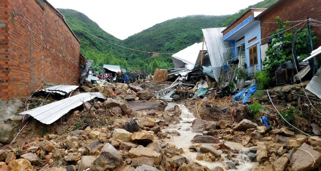 Damaged houses and debris are seen following flash floods and landslides in the Phuoc Dong commune of central Vietnam's Khanh Hoa province on November 18, 2018.(AFP Photo)