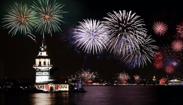 Fireworks are set off near the Maiden Tower over the Bosporus as a part of New Yearu2019s Eve celebrations.
