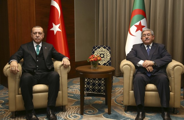 President Recep Tayyip Erdoğan (L) and Algerian Prime Minister Ahmed Ouyahia during a meeting in Algiers, Algeria, Feb. 26.