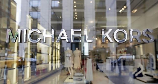 توقعات بإتمام صفقة بيع دار أزياء فيرساتشي بملياري دولار خلال ساعات
