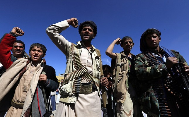 Houthi supporters shout slogans during an anti-Saudi gathering to mobilize more fighters into multiple Yemeni battlefronts, in Sana'a, Yemen on Nov. 24, 2016. (EPA Photo)
