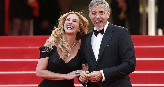 US actress Julia Roberts (Left) and US actor George Clooney (Right) arrive for the screening of 'Money Monster' during the 69th annual Cannes Film Festival, in Cannes, France, 12 May 2016. (EPA Photo)