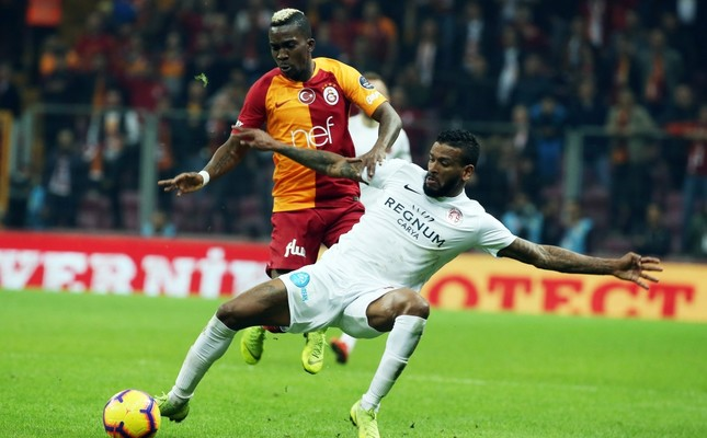 Henry Onyekuru (L) scored two goals for Galatasaray against Antalyaspor, March 12, 2019.