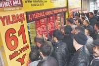 Hundreds brave rain to buy lottery tickets from 'lucky' vendor