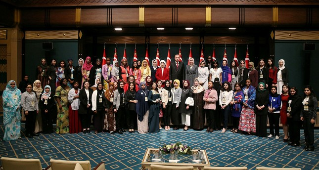 The women advisory council of the OIC during a meeting with President Recep Tayyip Erdoğan in Beştepe Presidential Complex (AA Photo)