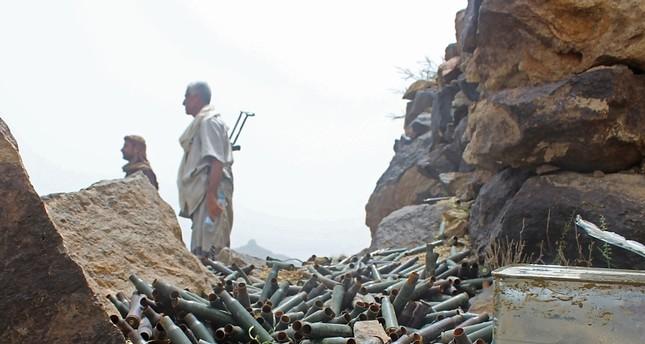 مقاتلون موالون للحكومة اليمنية على جبهة الحديدة (الفرنسية)