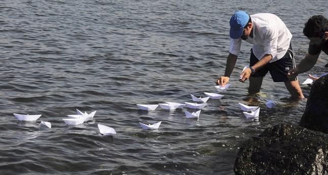 2000 مركب ورقي في ذكرى مهاجرين غرقوا في بحري إيجة والمتوسط