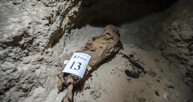 A picture taken on May 13, 2017, shows a mummy lying in catacombs following its discovery in the Touna el-Gabal district of the Minya province (AFP Photo)
