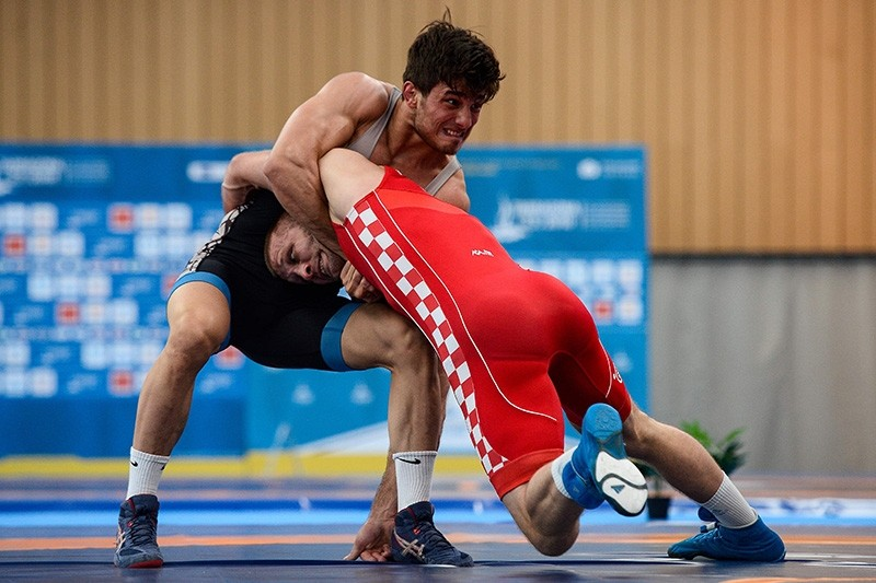 Turkey's Yunus Emre Bau015far (L) wrestles with Croatia's Bozo Starzevic in the men's Greco-Roman 67 Kg semi-final wrestling bout during the wrestling competition of the XVIII Mediterranean Games in Vilaseca near Tarragona on June 24, 2018. (AFP Photo)