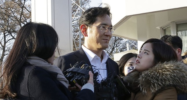 Lee Jae-yong, vice chairman of Samsung Electronics, leaves a detention center in Uiwang, South Korea, Monday, Feb. 5, 2018. (AP Photo)