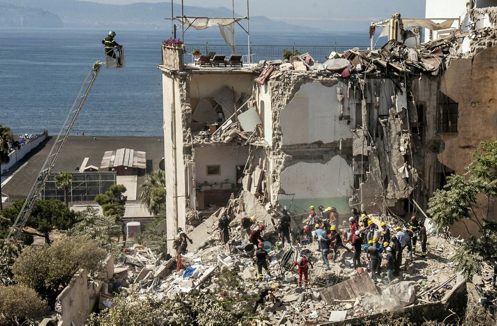 Firefighters search the rubble after two floors collapsed in a small four-storey building in Torre Annunziata, in a town near the Italian city of Naples, on July 7, 2017. (AFP Photo)