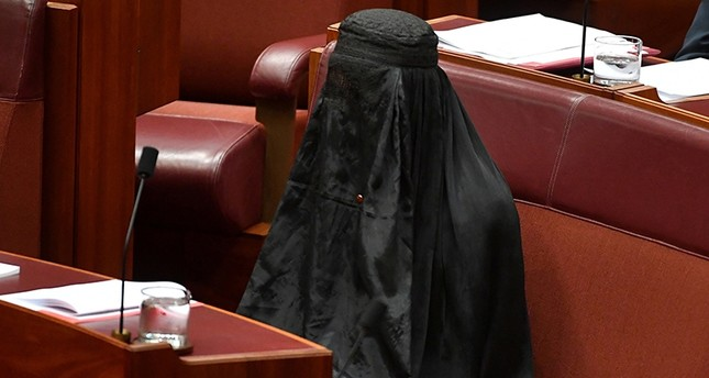 Australian One Nation party leader, Senator Pauline Hanson wears a burqa in the Senate chamber at Parliament House, a stunt which drew criticism for being offensive, in Canberra, Australia, August 17, 2017. (Reuters Photo)