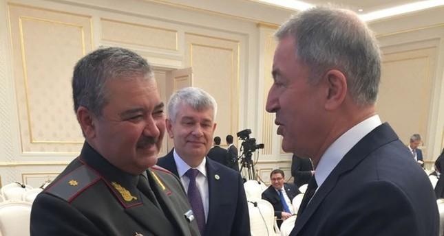 وزير الدفاع الأوزبكي يجتمع برئيس الأركان التركي في طشقند
