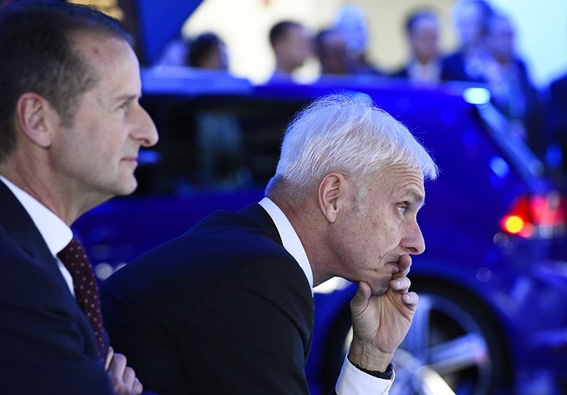 Matthias Mueller, chief executive officer of Volkswagen AG (R), and Dr. Herbert Diess, Chairman of the Board of Volkswagen Brand (L), at North American International Auto Show on Jan. 11, 2016. (EPA Photo)