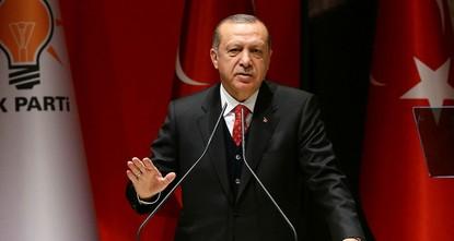 """pPräsident Recep Tayyip Erdoğan verurteilte die westlichen Mächte für ihre Unterstützung der syrischen Ableger der Terrororganisation PKK, der """"Partei der Demokratischen Union (PYD) und..."""