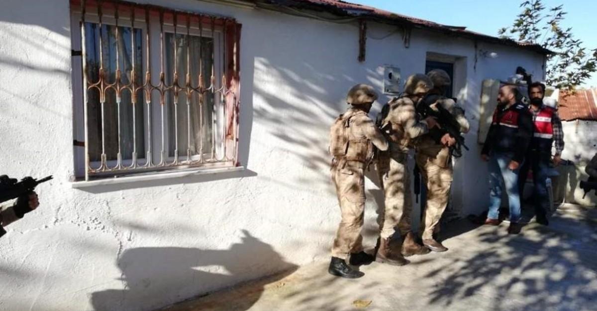 Osmaniye Gendarmerie Command units raid a house where the Daesh terrorists were residing in (DHA Photo)
