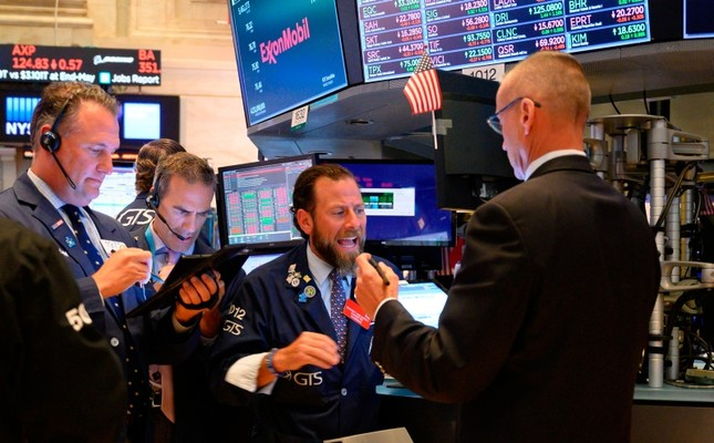 Traders work the floor of the New York Stock Exchange on July 8, 2019 in New York (AFP Photo)