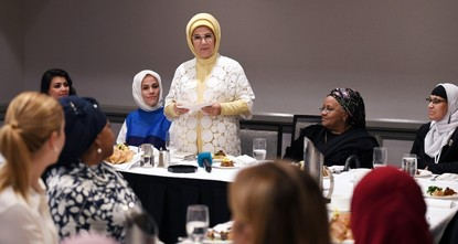 First lady meets with Muslim American women leaders