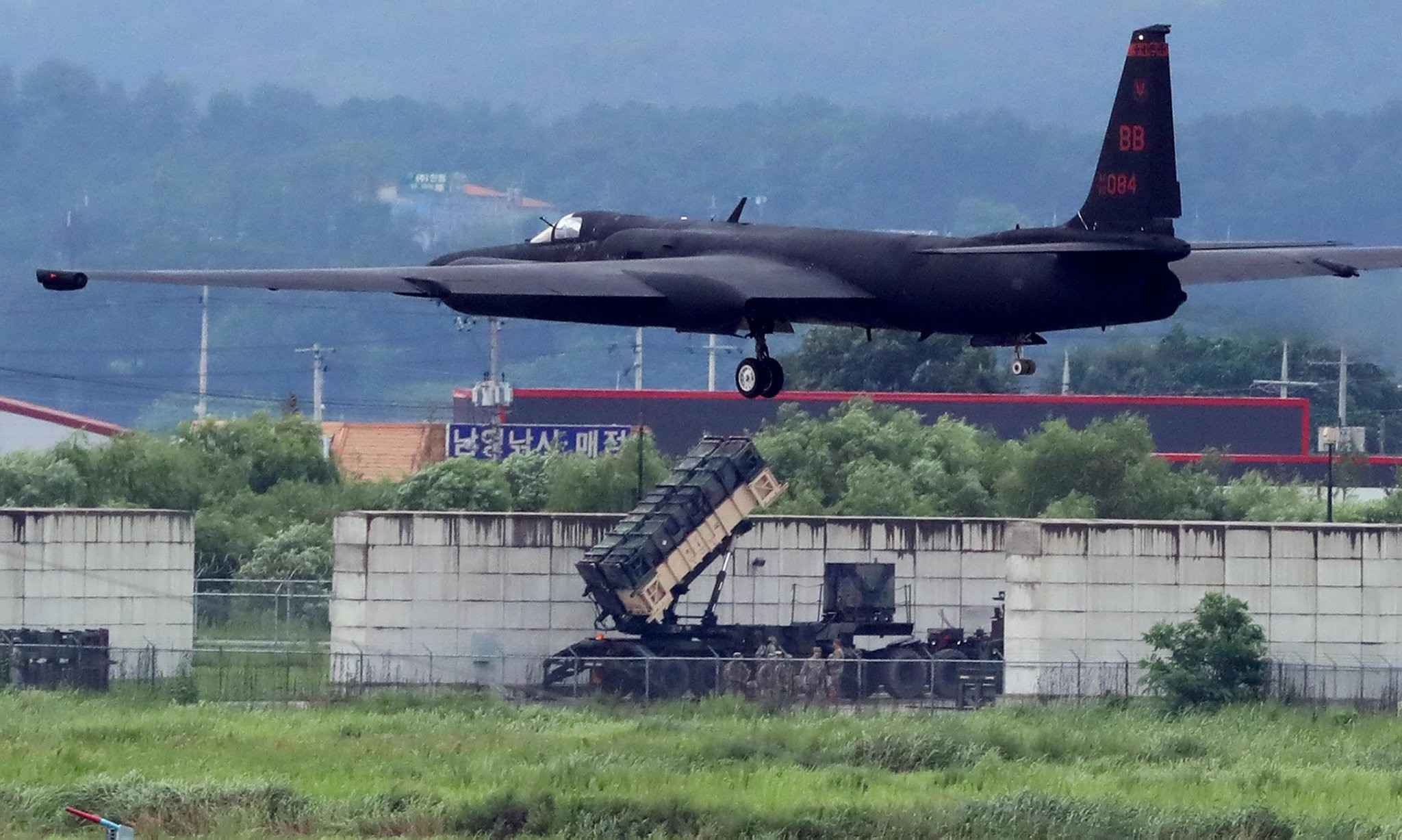 A U.S. Air Force U-2 Dragon Lady takes part in a drill at Osan Air Base in Pyeongtaek, South Korea, August 21, 2017. (Reuters Photo)