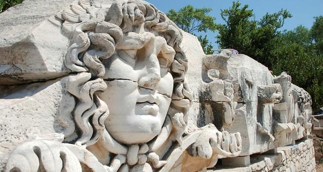 متحف مدوسه في غازي عنتاب.. تحف وقطع فنية نادرة وفريدة تتقاطع فيها عدة عصور