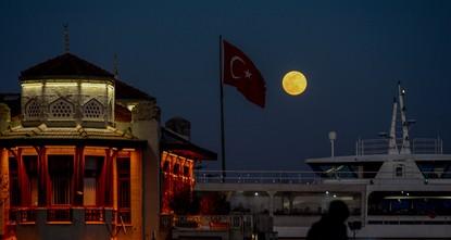 Над Турцией взошла главная суперлуна года