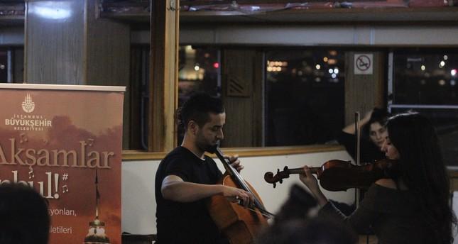 Istanbul commuters enjoy nice tunes on public transportation