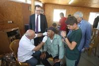 خريجو الجامعات التركية ينظمون يوما طبيا لأهالي الخان الأحمر شرقي القدس
