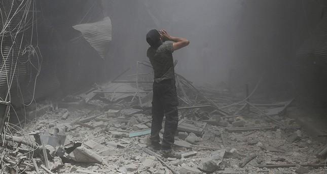 مقتل 15 سوريًا في غارة للنظام على مستشفى وسوق شعبي بحلب
