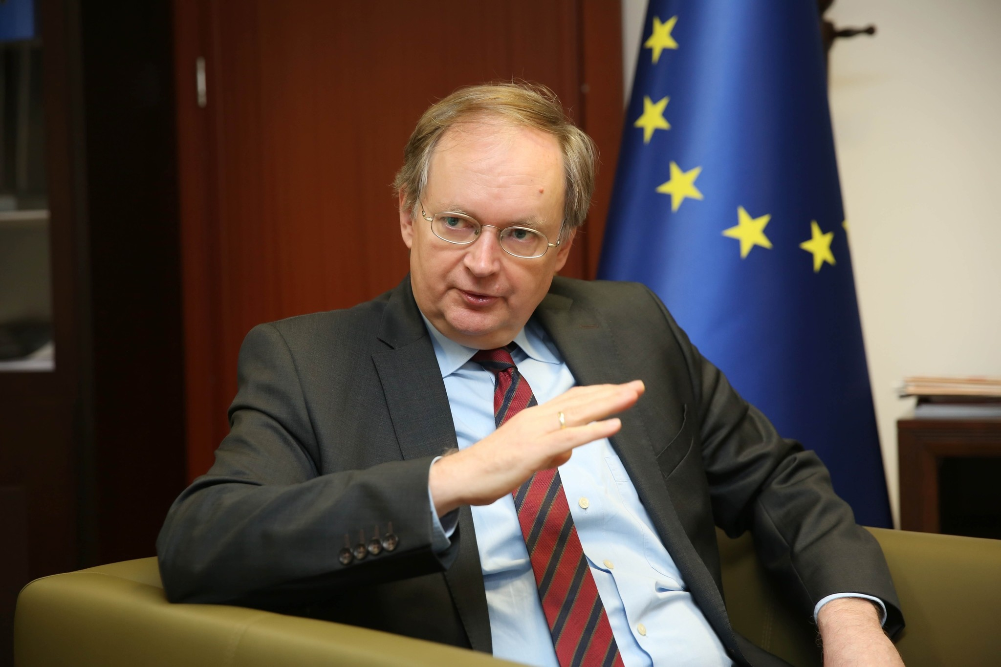 Ambassador Berger said  that Turkey and the EU can u201cabsolutely, find middle ground to move forward in their relations, while adding that the EU understands the problems Turkey is facing, with serious terrorist threats from outside and inside.