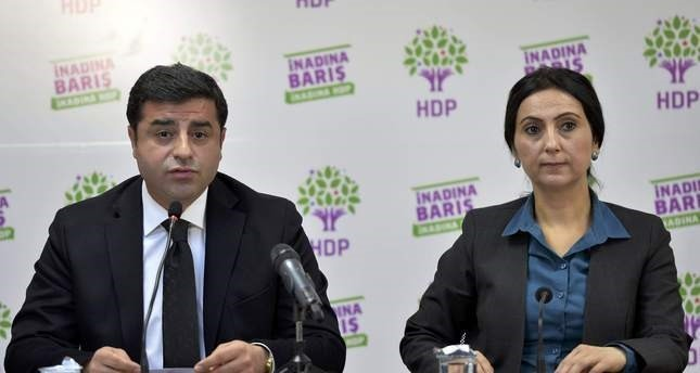 توقيف نواب من الشعوب الديمقراطي  بينهم رئيسا الحزب للاشتباه في تورطهم في تهم إرهاب
