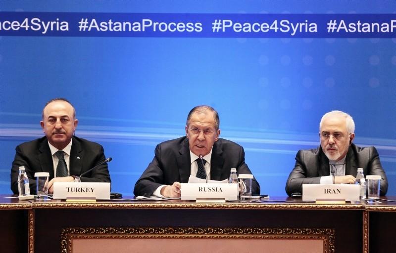 Participants of Syrian peace talks Turkish FM Mevlu00fct u00c7avuu015fou011flu, Russian FM Sergei Lavrov and Iranian FM Mohammad Javad Zarif attend a press conference after their meeting in Astana, Kazakhstan, 16 March 2018. (EPA Photo)