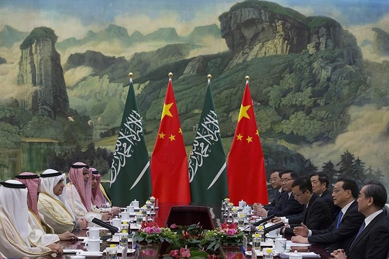 Chinese Premier Li Keqiang (2-R) meets with Saudi Arabia's King Salman bin Abdulaziz al-Saud (2-L) at Great Hall of the People in Beijing, China, March 17, 2017. (EPA Photo)