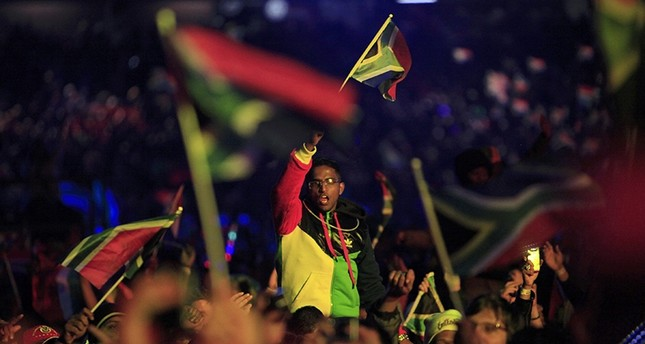 A fan waves a South African flag during the opening concert for the 2010 World Cup at the Orlando Stadium in Soweto, Johannesburg June 10, 2010. (REUTERS Photo)