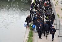 Paris: Polizei räumt Camp mit rund 1000 Flüchtlingen