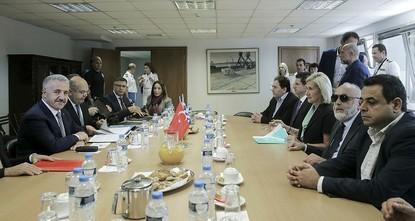 pEine Delegation aus griechischen und türkischen Ministern traf sich am Donnerstag in der Hauptstadt Athen, um die aktuellen Fragen bezüglich des Sehverkehrs in der Ägäis zu erörtern./p  pDer...
