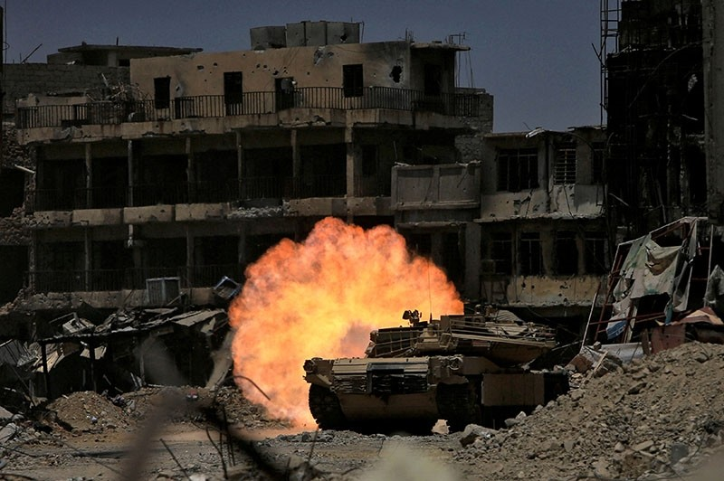 A tank of the Emergency Response Division fires at Daesh militants in the old city of Mosul, Iraq, July 5, 2017. (Reuters Photo)