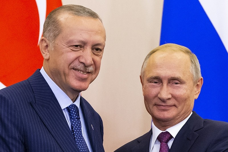 President Recep Tayyip Erdou011fan (L) and Russian President Vladimir Putin (R) shake hands after their joint news conference following the talks in the Bocharov Ruchei residence in the Black Sea resort of Sochi, Russia, Sept. 17, 2018. (EPA Photo)