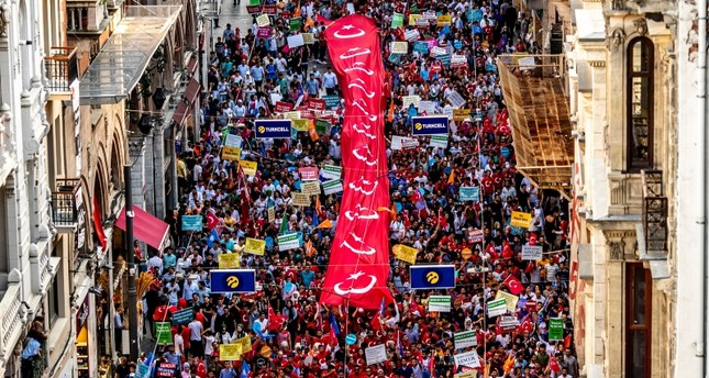 Supporters of President Recep Tayyip Erdoğan carry a large Turkish flag during an election campaign rally of Justice and Development Party (AK Party) in Istanbul, Turkey, June 20, 2018. (EPA Photo)