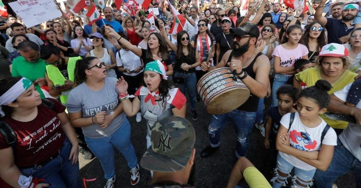 Lebanese demonstrators gather on a highway linking Beirut to north Lebanon, Zouk Mosbeh, Oct. 20, 2019. (AFP Photo)