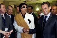 أوقفت الشرطة الفرنسية في مدينة نانتير الرئيس الفرنسي السابق نيكولا ساركوزي صباح اليوم الاثنين على ذمة التحقيقات الجارية حول تمويل حملته الانتخابية الرئاسية للعام 2007 من نظام القذافي...